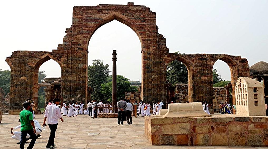 55 Qtub tombeau  colonne Vishnou