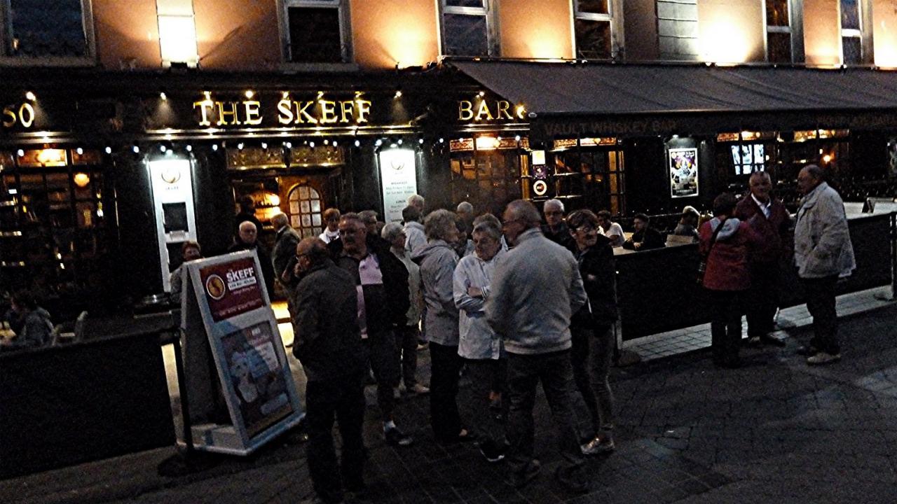 P1000383 Sortie de pub