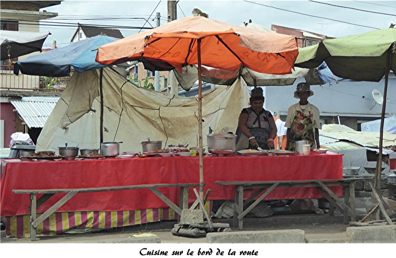 P1000454.cuisine sur le bord de la route