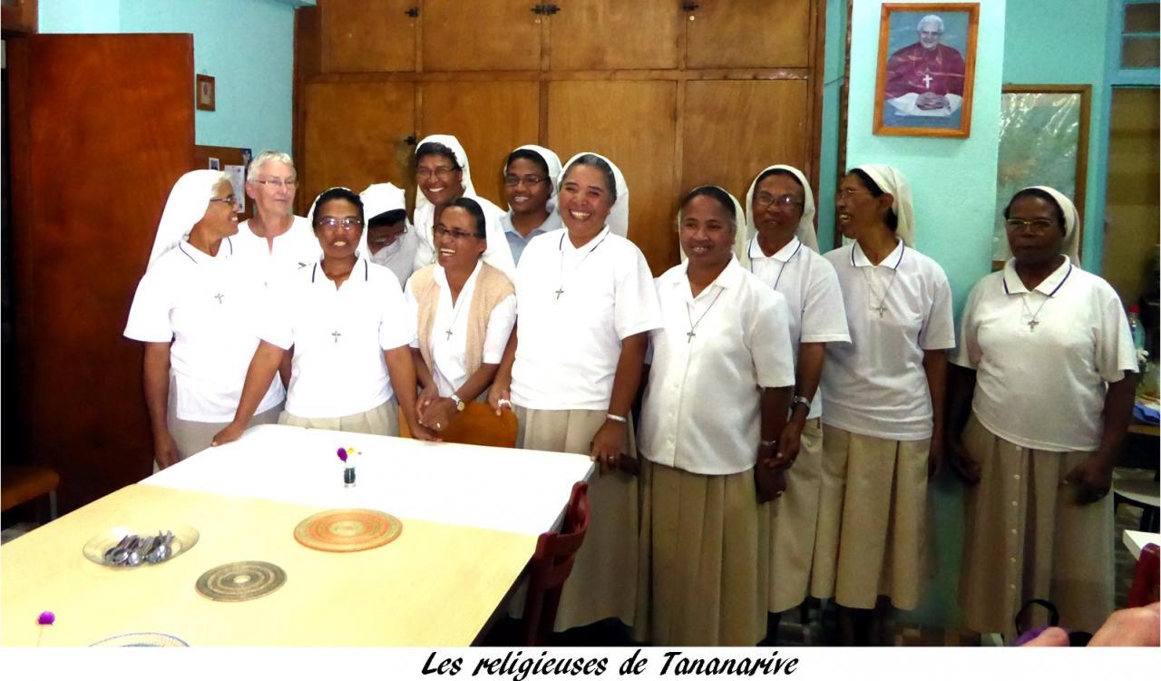 P1000620. les religieuses à Tananarive