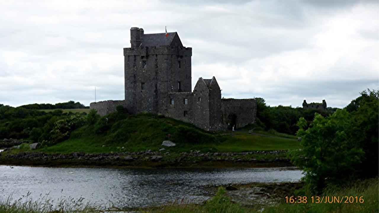P1000839 Kinvarra -Dunguaire  Chateau