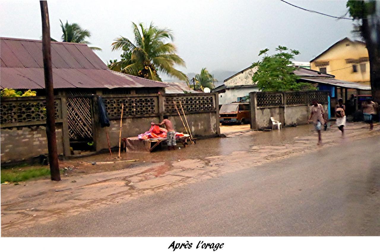 P1000857.une rue apres un orage