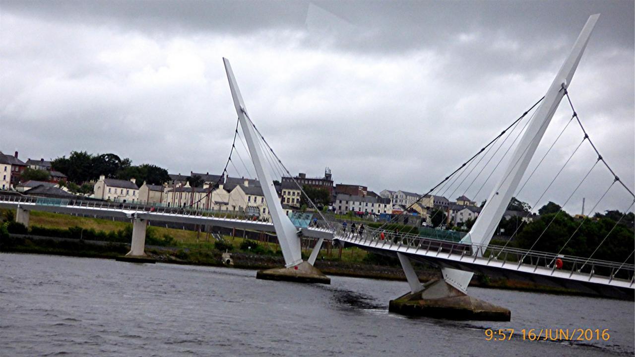 P1010086 DERRYLe pont de la Paix sur la Foyle