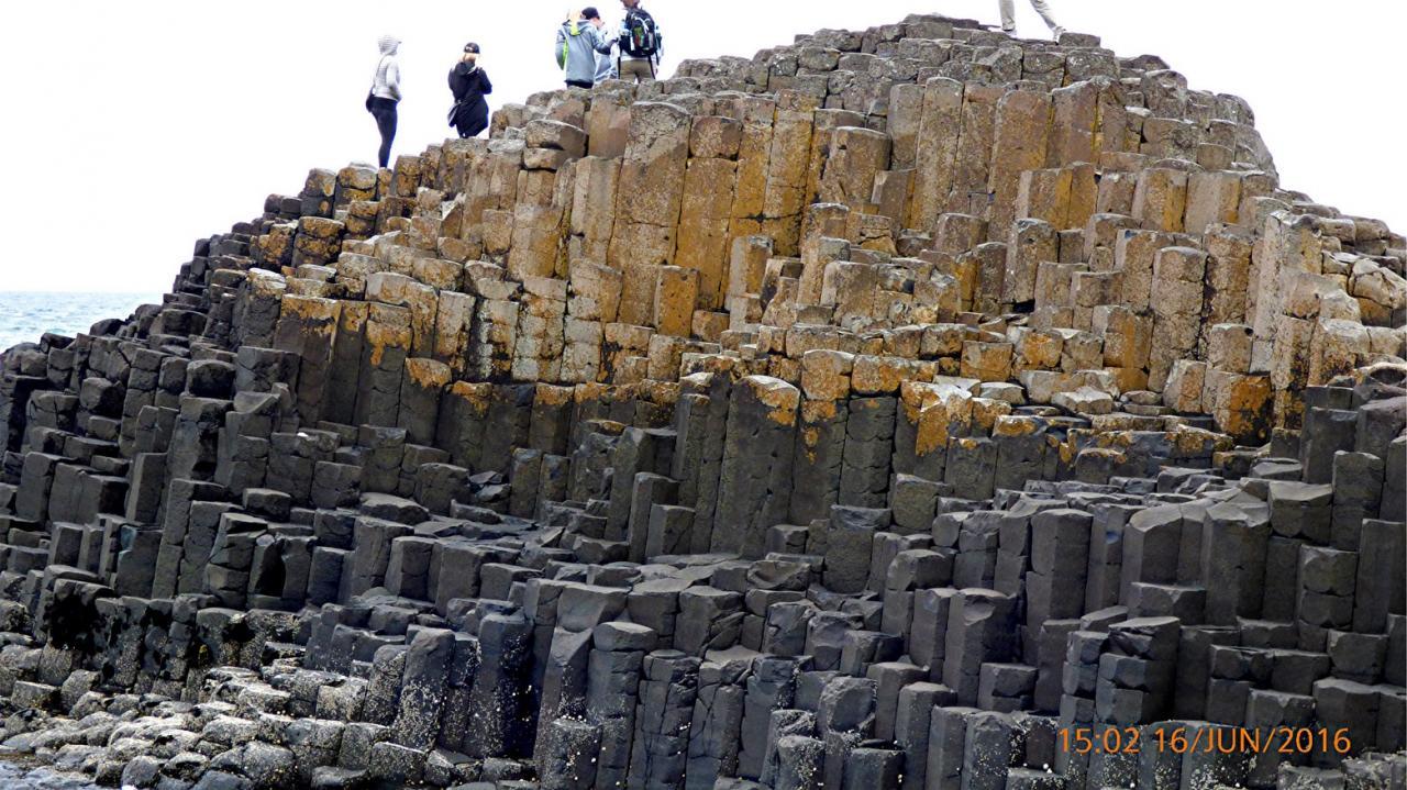 P1010157La chaussée des Géants des colonnes de basalte