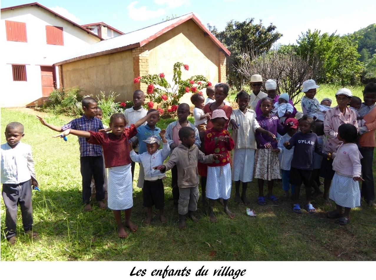 P1010217 Ijely, les enfant du village