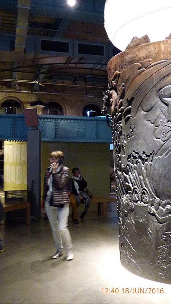 P1010459Sculpture Guiness